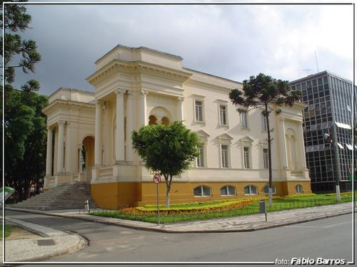 Maioria dos vereadores de Curitiba servem para quase nada. Vamos fazer uma limpa nas eleições de outubro?