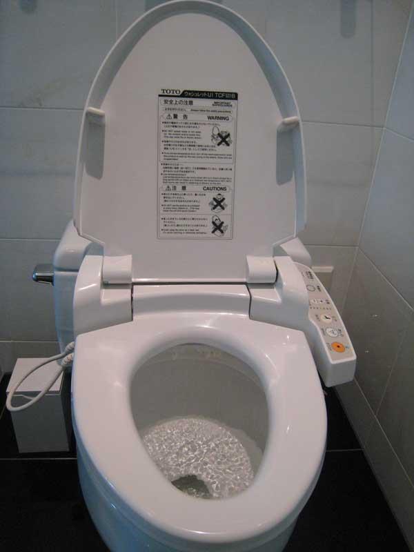 Estádio do Corinthians é chique: banheiro dispensa papel
