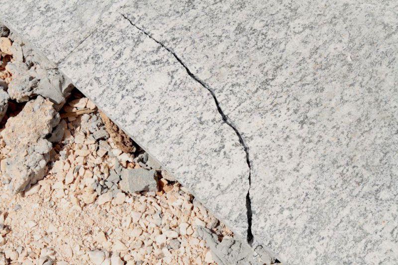 Foto da calça de granito divulgada por Rafael Greca