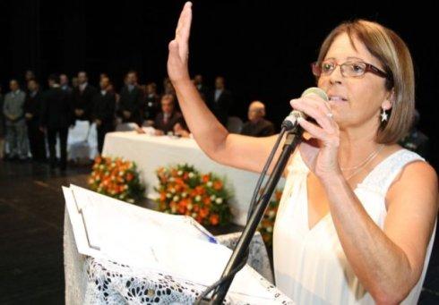 Vereadora Professora Ana Maria no seu juramento da posse ocorrida no dia 1º. Foto de Luciano Mendes / especial para a Gazeta do Povo