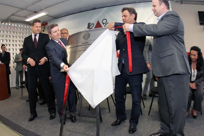 O governador Anastasia, acompanhado do senador Aécio Neves, inauguram primeira penitenciária do país, construída por meio de PPP - Foto: Gil Leonardi / Imprensa MG