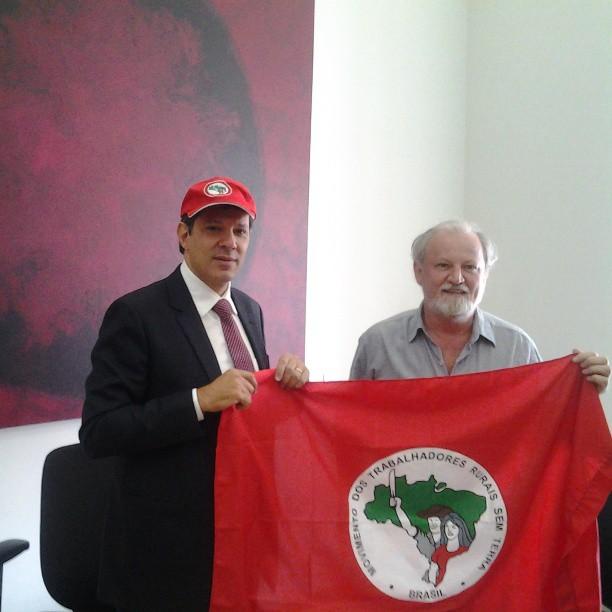 Prefeito de São Paulo, Fernando Haddad, recebe João Pedro Stédile do MST