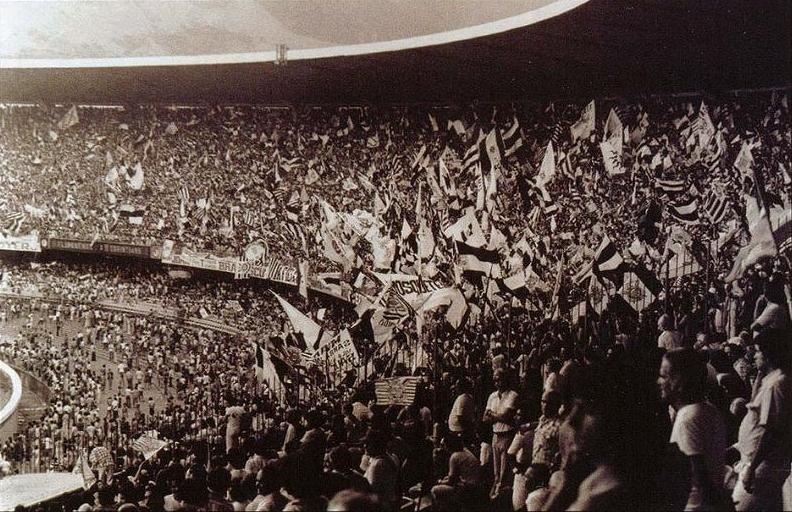 Invasão corinthiana no Maracanã em 1976, Fluminense 1 X 1 Corinthians, que se classificou para a final do Campeonato Brasileiro