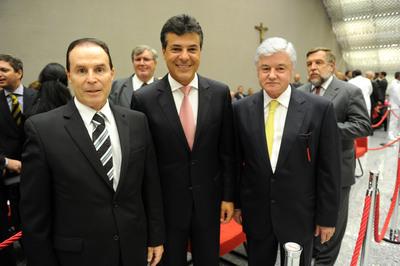 O presidente do Tribunal de Justiça do PR, Clayton Camargo, Beto Richa e o presidente da Assembleia Legislativa do PR, Valdir Rossoni. Foto: ANPr