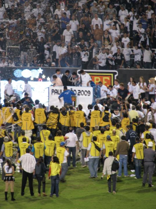 Em 2009 acompanhei o título paulista (foto) e o título da Copa do Brasil do Corinthians, os dois no Pacaembu