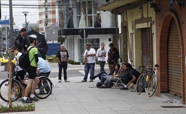 https://blogdotarso.com/2013/05/05/1a-farofada-de-curitiba-foi-um-sucesso/