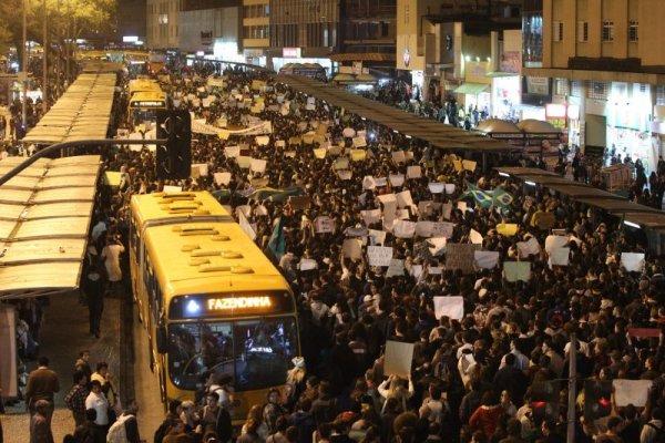 tn_600_430_protesto_Curitiba_DC4