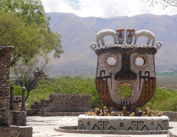 Vista do Museo de La Pachamama, em Amaicha del Valle, norte da Argentina (Thais Glowacki/Divulgação )