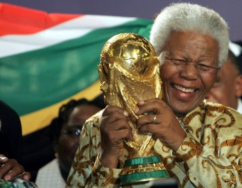 nelson-mandela-holds-world-cup-trophy-after-south-africa-chosen-host-2010-world-cup-tournament