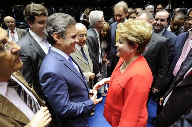 Aécio-com-Dilma-no-Congresso-dez-2013-Folhapress