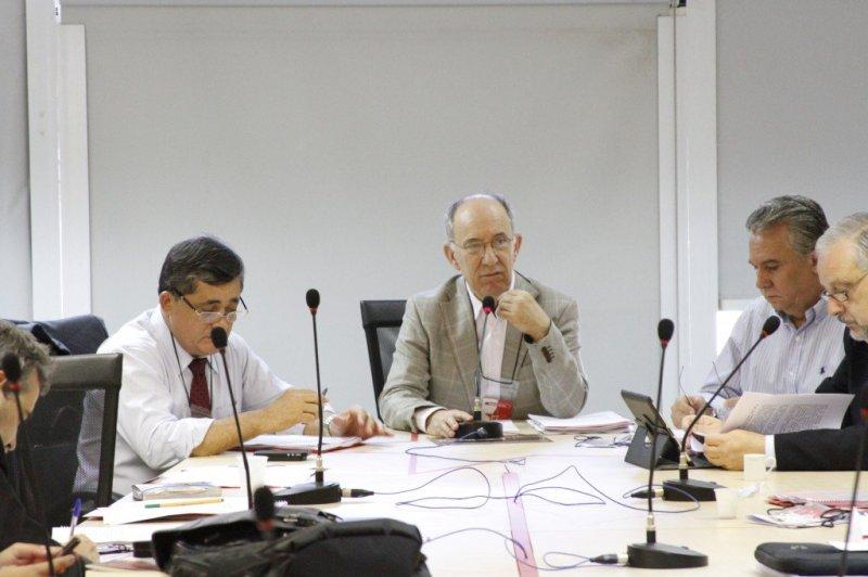 Executiva Nacional do PT, reunida em Brasília: segundo Rui Falcão (centro), é hora de entender o processo eleitoral de 2014 e propor novos rumos