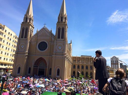 Representante da Igreja Católica em defesa dos da causa dos professores públicos. Foto de Tarso Cabral Violin