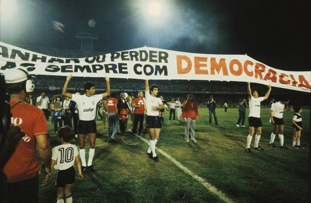 democracia-em-preto-e-branco