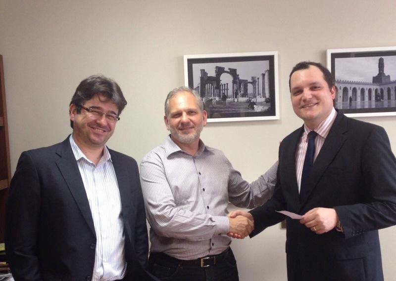 Os advogados membros do Instituto Declatra, Nasser Ahmad Allan e Mauro José Auache (presidente), e o professor Tarso Cabral Violin