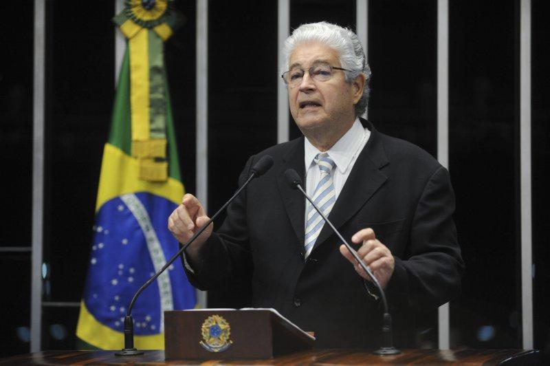 A Lei 13.188/2015 do direito de resposta é de autoria do senador Roberto Requião (PMDB-PR)