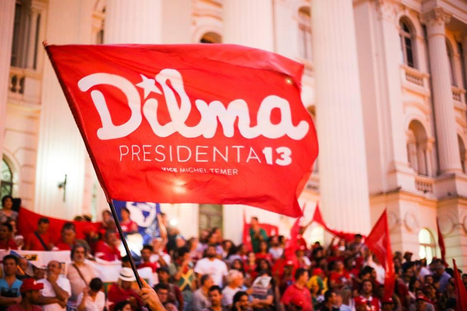 30 mil pessoas foram para as ruas de Curitiba dizer não ao golpe midiático e do judiciário e sim à democracia, com início do ato na frente do Prédio Histórico da UFPR na Praça Santos Andrade. Foto: Joka Madruga/Terra Sem Males