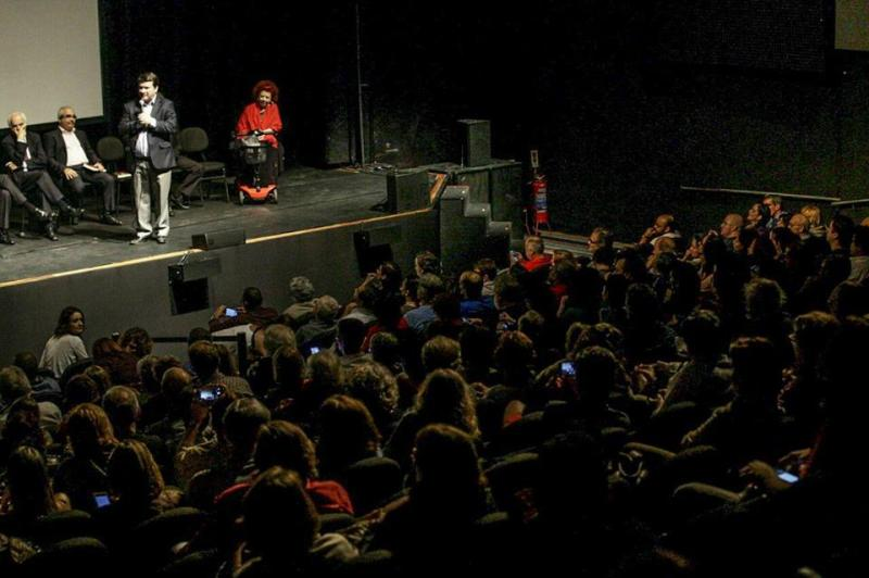 Lançamento no Rio de Janeiro com a presença de Beth Carvalho e apresentação de vídeo de Lula. Foto de Francisco Proner Ramos